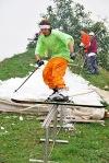 V Krkonoších sníh chybí, tak příznivci freestylu dorazili do Hlasiva