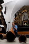 Dvakrát sólo pro...Ondřej Smeykal rozduněl kostel, Justin Lavash roztančil Aux café