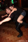 Vrcholem motorkářského plesu byla nahá dívka a laťka proklatě nízko