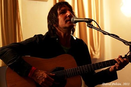 Australský kytarista Stephen Brandon ukázal, jak se to dělá. Aneb kde boj, tam husiti