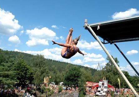 Skáčete rádi do vody? HighJump vás nabije adrenalinem, relaxem i hudbou
