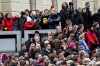 Veřejnost i státníci se naposledy rozloučili s Václavem Havlem. Salvou i rokenrolem