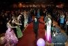 Na maturitním plese ubodali maturitu kopími