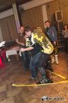Maškarní v Jistebnici. Po sále se proháněla motorka, Taťka Šmoula i upírka
