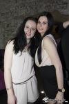 Klubovou hudbu v Kotnově zdobily krásné ženy. Některé se polévaly sektem