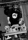 Mighty Sounds 2013: Neděli zahájil pohodový Swing band, rozskákali Skindred