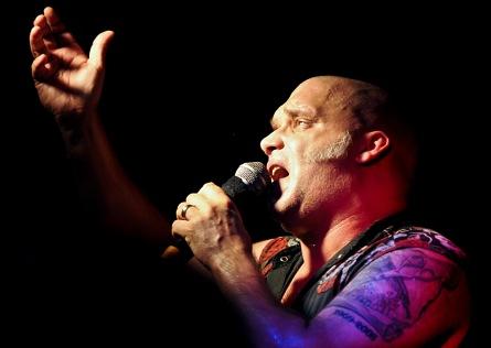Zpěvák Blaze Bayley z Iron Maiden vystoupí v Želči. Pořádná porce heavy metalu