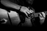 Světový kytarový virtuóz Dylan Fowler vystoupí v Táboře. Výtěžek půjde dětem