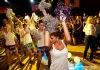 Na plese v Máji létaly láhve
