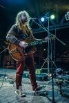 Není důležité, jakou má kdo barvu. Podstané je, jak umí hrát na kytaru!