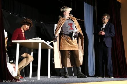 Jan Žižka bojuje s byrokracií i bulvárem. Kapota stoupá vzhůru a sklízí úspěchy