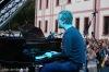 Oscarový Glen Hansard zazpíval s technikem i houslistou. Přidával nesčetněkrát