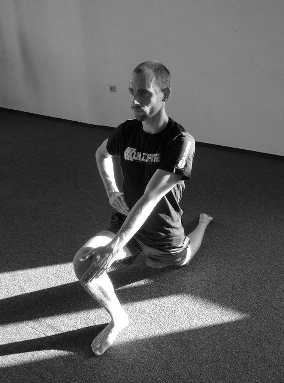Protahování předních svalů stehen - flexorů