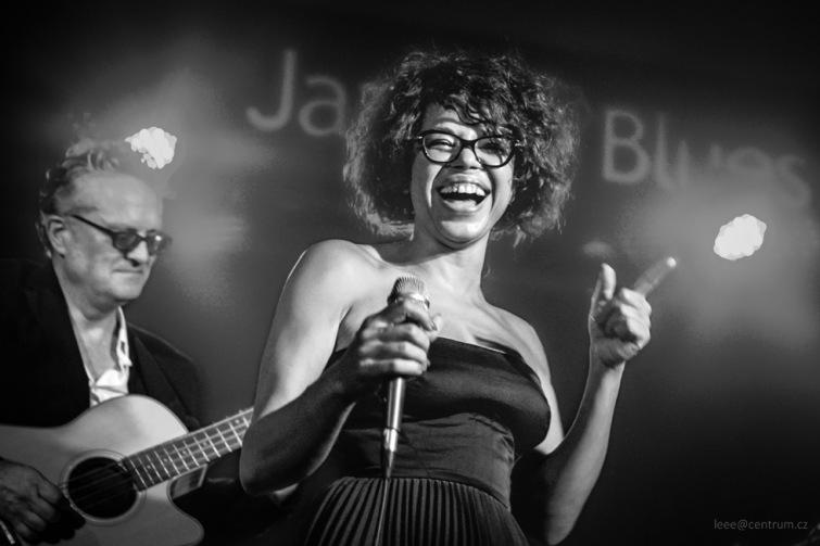 Björk jazzové hudby, zpěvačka Mina Agossi, vystoupila v Highway 61 clubu