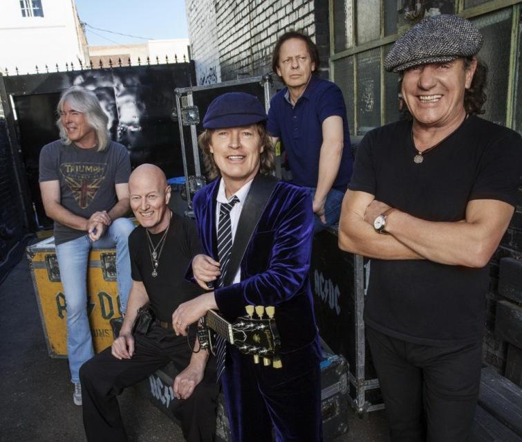 Legendární kapela AC/DC míří zpět do Čech. V květnu zahraje pod širým nebem
