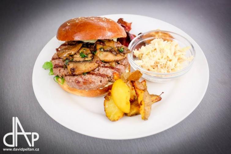 Soutěž o dva hamburgery ve Vinném baru a bistru Thir v Táboře