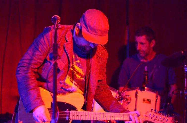 Kytarový večer ve Velbloudu. Hráli India, Walden a Please the Trees