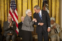 Svět opustila spisovatelka Harper Leeová, držitelka Pulitzerovy ceny