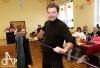 Farář potěšil seniory rumem, pak hrál premiéru s Kulltem Sklla