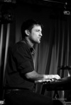 Saxofonista Ian Ritchie zahrál v budějovickém Café klubu Slavie. Užíval si to