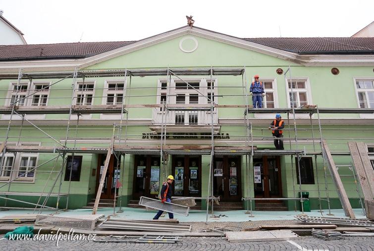 Táborské divadlo si naděluje novou fasádu