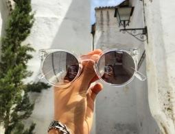 Léto je tady! Jak vybrat ty správné sluneční brýle?