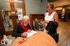 Spisovatel Robert Fulghum vystoupil na jihu Čech. Nekonečné zástupy lidí chtěly podpis