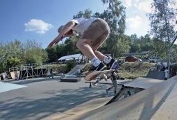 Druhý ročník skateových závodů v Písku se vydařil. Obnovený park jezdce lákal