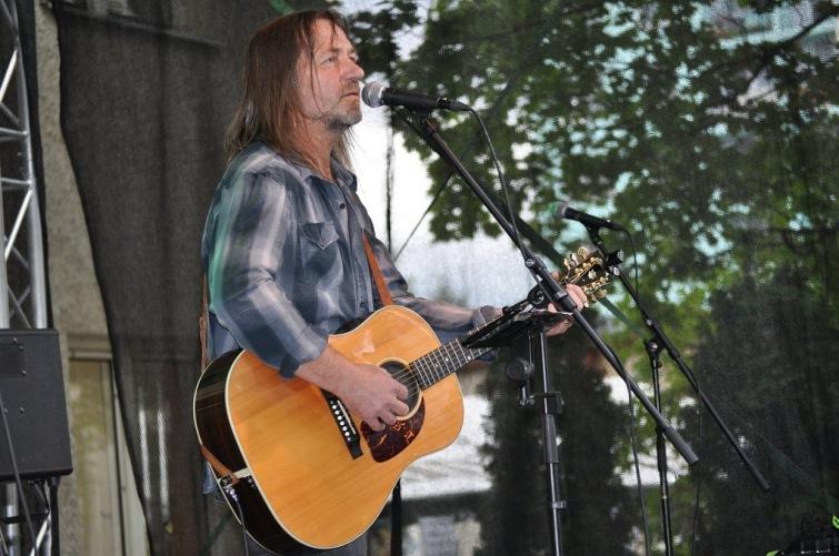 Soutěž o volné vstupy na koncert frontmana Keksu Štěpána Kojana v Univerzitě