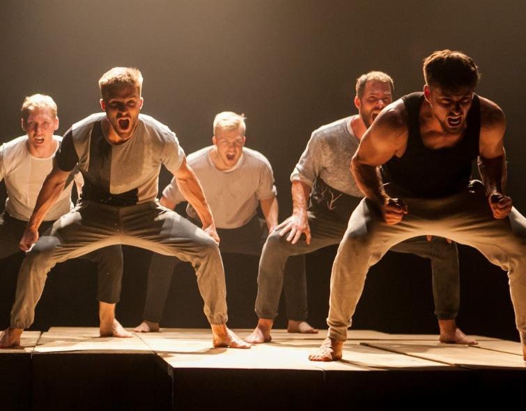 Soutěž o dva volné vstupy na představení Walls & Handbags v Divadle Oskara Nedbala