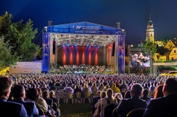 Mezinárodní hudební festival v Krumlově zahájily operní hvězdy a bouřka. Pokračuje dál