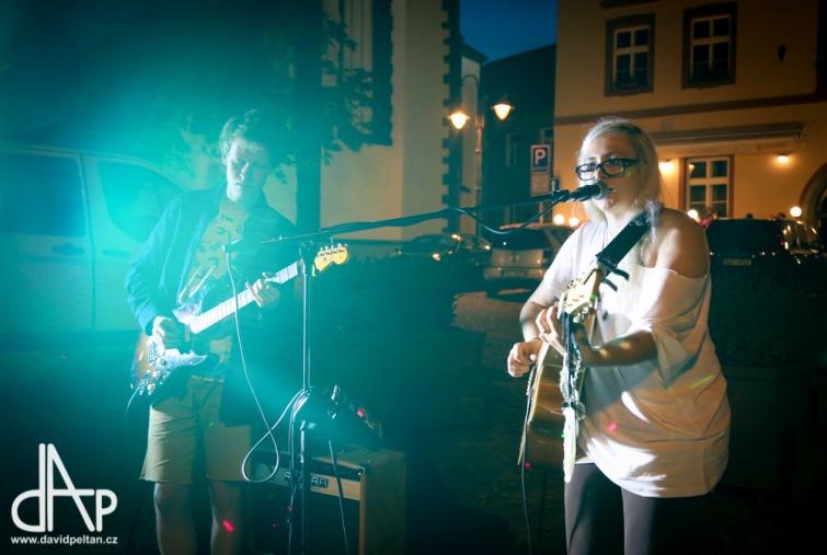 Stánek pokračuje hudbou z celého světa