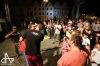 Komedianti v ulicích dobře bavili