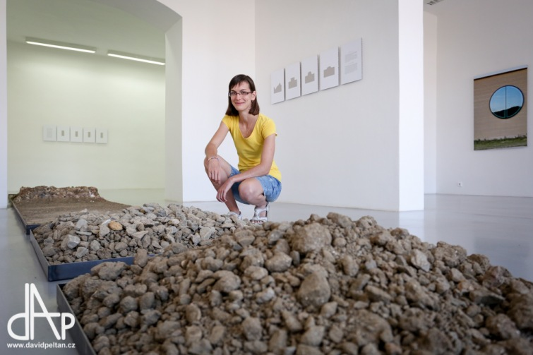Využití hlíny v architektuře nabízí Galerie současného umění v Budějovicích