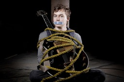 Mladý mistr kytary Joe Robinson v Táboře. Učil se na internetu a zvítězil v Austrálie hledá talent