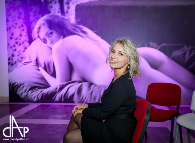 Tereza z Davle vystavuje v Alšově galerii akty a portréty sexy žen
