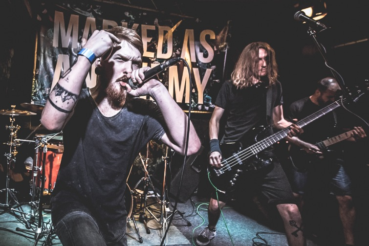 Marked As An Enemy představí své EP Crossroads. Snad s čistými ponožkami