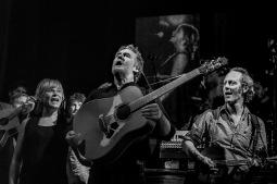 Hudební svátek v Milevsku. Glen Hansard zahraje u kláštera s legendárními Interference