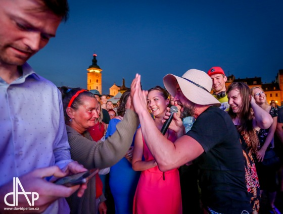 Na Tata Bojs tančilo celé budějovické náměstí. A dočkalo se i překvapení