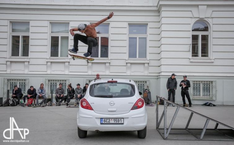 Transformová sobota. Skate, Opak Dissu, sklepní electro a pohoda na dvoře