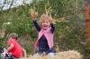 Děti řádily ve slámě i s cepem, rodiče koštovali. Dožínky na statku v Borotíně se vydařily