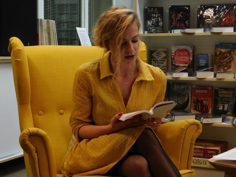Spisovatelé do knihoven se vracejí. Prvním autorem byla talentovaná Lucie Faulerová