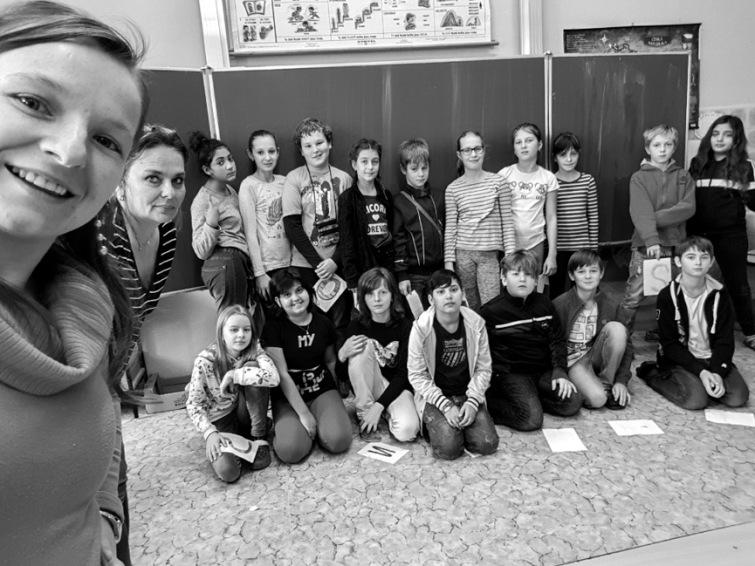 Zkoleduj se! Žáci základní školy z Tábora zazpívají se známými herci