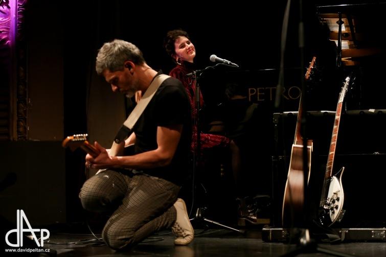 Piano se zpěvačkou Never Sol připravilo v táborském divadle poetický večer