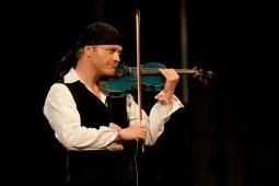 Houslista Pavel Šporcl se vrací do rodných Budějovic. Zahraje utajené koncerty