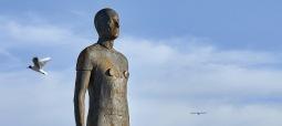 Dům umění v Českých Budějovicích hostí výstavu sira Antonyho Gormleyho