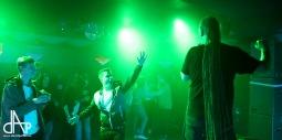 V BarBaru se střídalo reggae s hip hopem. Vystoupil Dr.Kary, Jay & Adie i Dj Flux