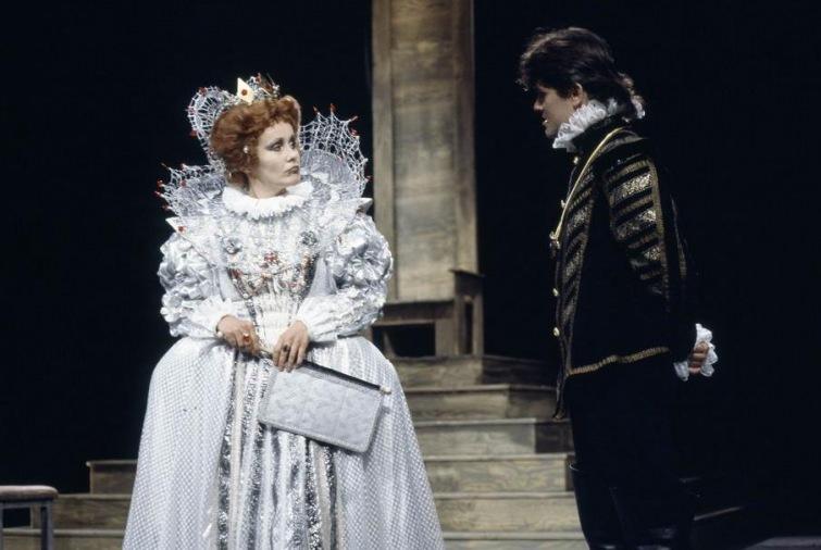 Výstava ke 100 letům Jihočeského divadla představuje nejen zásadní momenty i herce