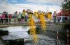 Voda v Budějovicích poosmé zežloutne na pomoc dětem s handicapem