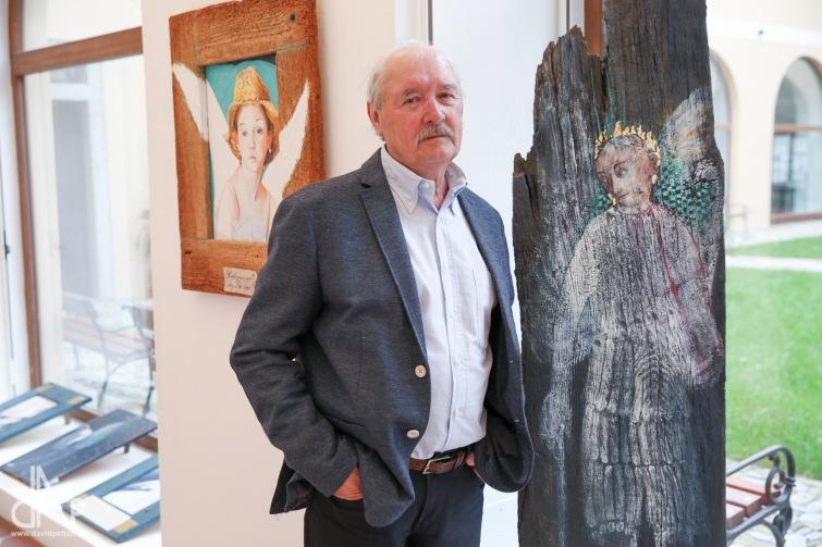 Výtvarník a námořník Aleš Slavík oslavuje výstavou. Na Jordáně objevoval Ameriku a když mu Valter podal ruku, nechtěl se mýt